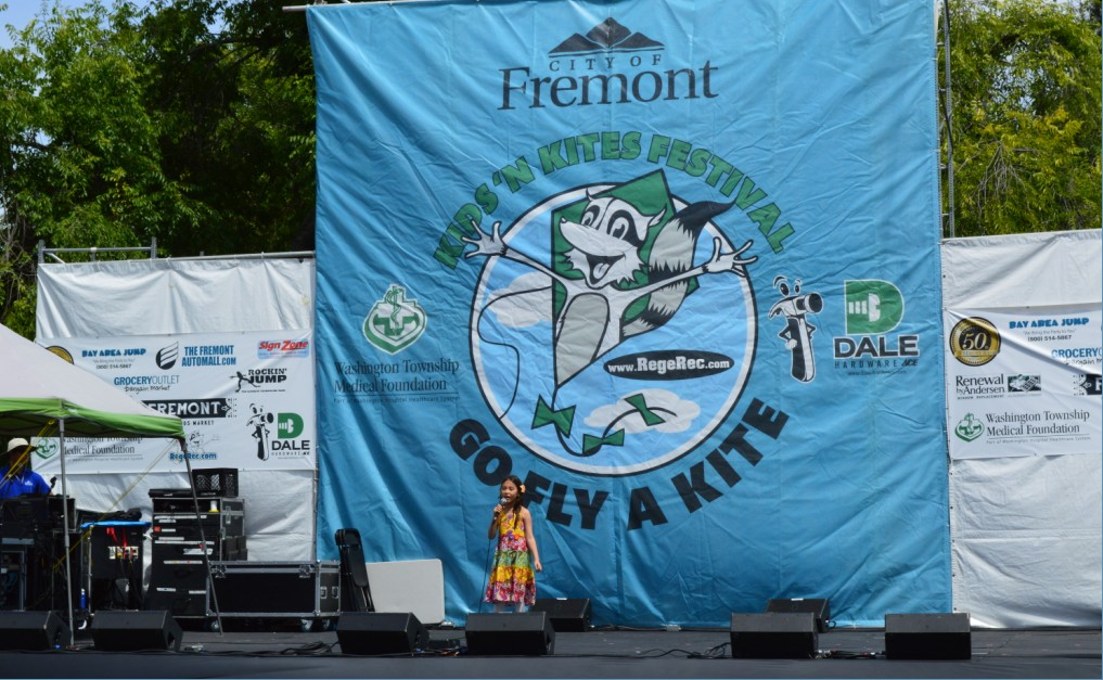 Fremont Kids and Kites Festival_sing