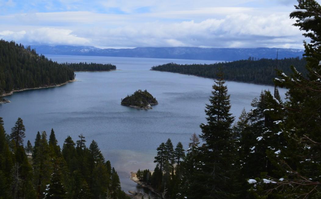 从这里看翡翠湾,看太浩湖,是很多明信片上的风景照。