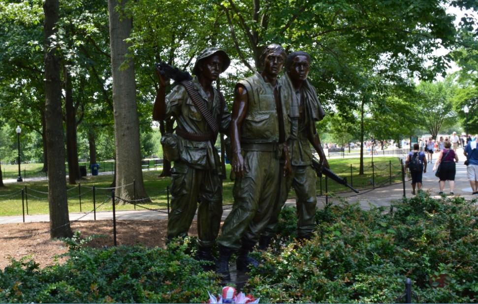 washington-dc-vietnam veterans memorial_3 soldiers